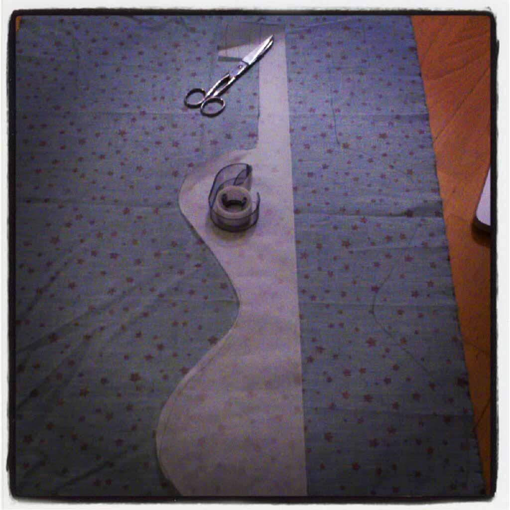 ♡ Tuto : La guitare taille-de-guêpe ou la guitare/violon en tissu