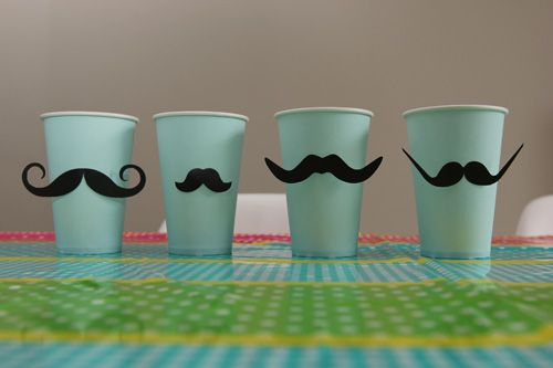 Les 2 ans de Mister A, Moustache ou indien ?!