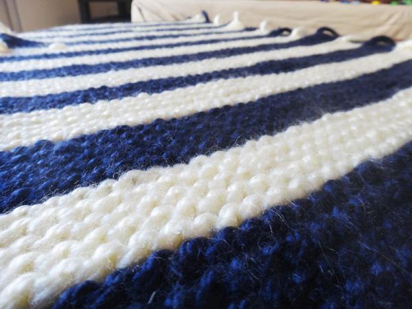 Un coussin en tricot  Un coussin en tricot