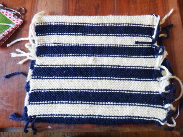 Un coussin en tricot  Un coussin en tricot  Un coussin en tricot
