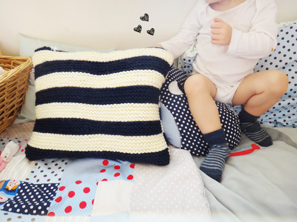 Un coussin en tricot  Un coussin en tricot  Un coussin en tricot  Un coussin en tricot  Un coussin en tricot  Un coussin en tricot  Un coussin en tricot  Un coussin en tricot