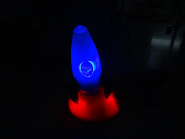 La fusée magique qui brille dans la nuit