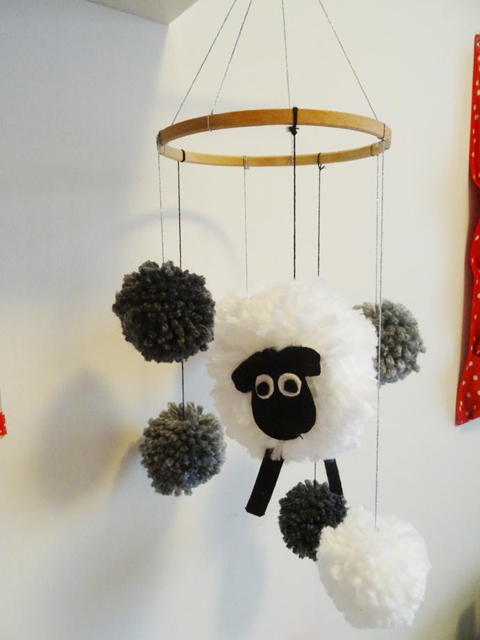 mobile pompon mouton tuto tutos enfant. Black Bedroom Furniture Sets. Home Design Ideas