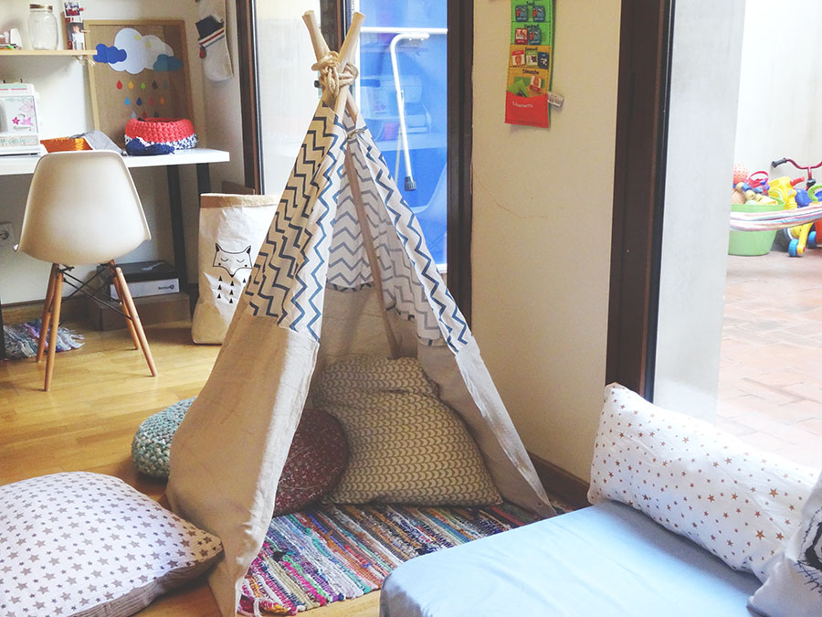 4 manches balai un vieux rideau et hop un tipi tutos enfant babymeetstheworld blog. Black Bedroom Furniture Sets. Home Design Ideas