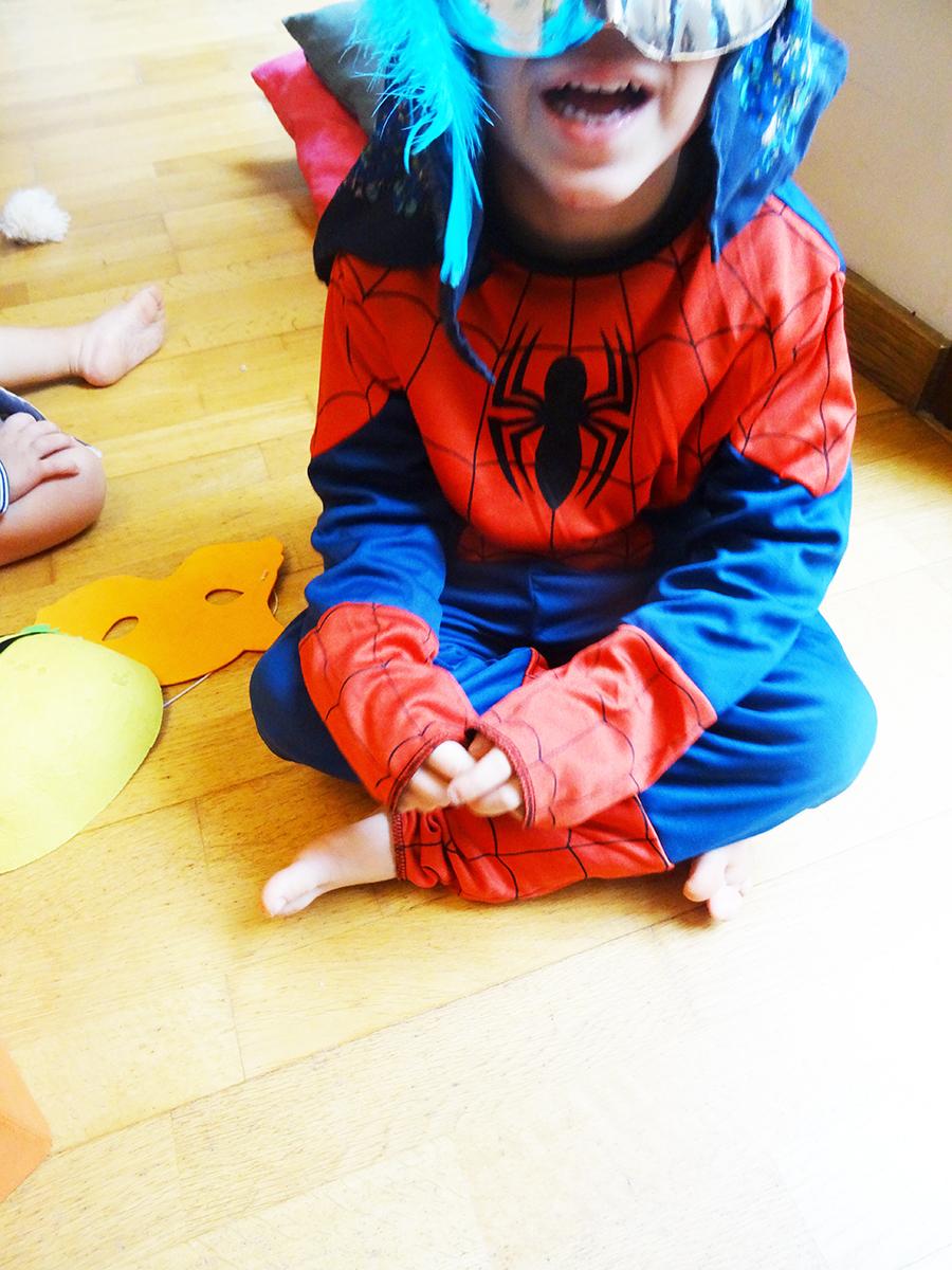 Les déguisements de Mister A et bébé luciole  Les déguisements de Mister A et bébé luciole  Les déguisements de Mister A et bébé luciole