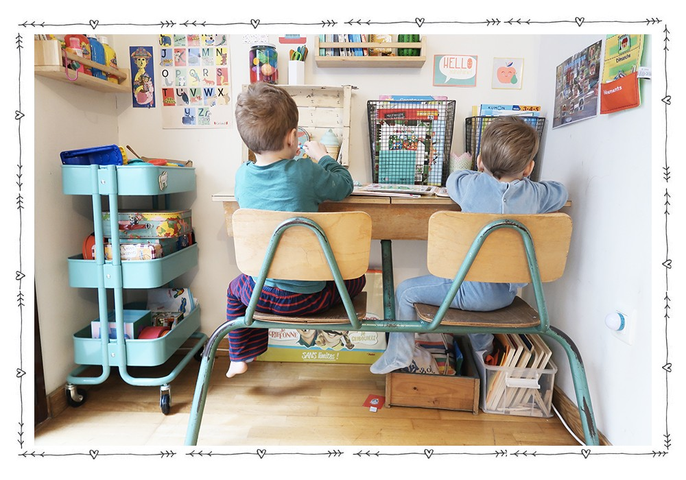 Un coin bureau enfant dans le salon tutos enfant babymeetstheworld blog maman blog voyages for Bureau de salon