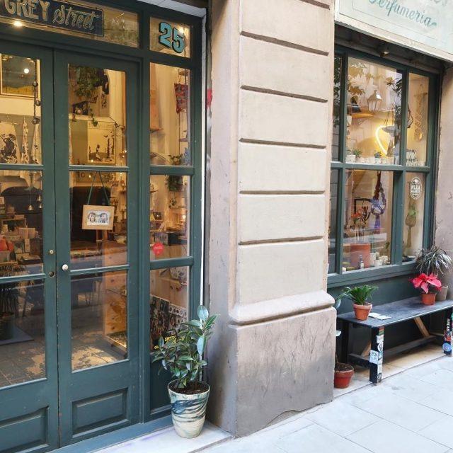 sur le blog  un petit tour  Barcelonehellip