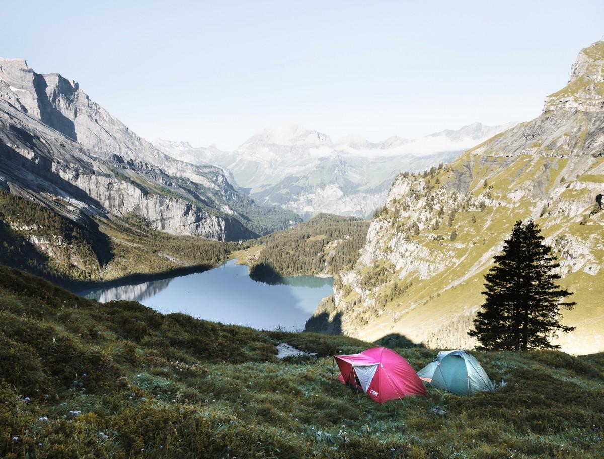 Un van ou une voiture avec une tente pour les vacances ?  Un van ou une voiture avec une tente pour les vacances ?  Un van ou une voiture avec une tente pour les vacances ?  Un van ou une voiture avec une tente pour les vacances ?