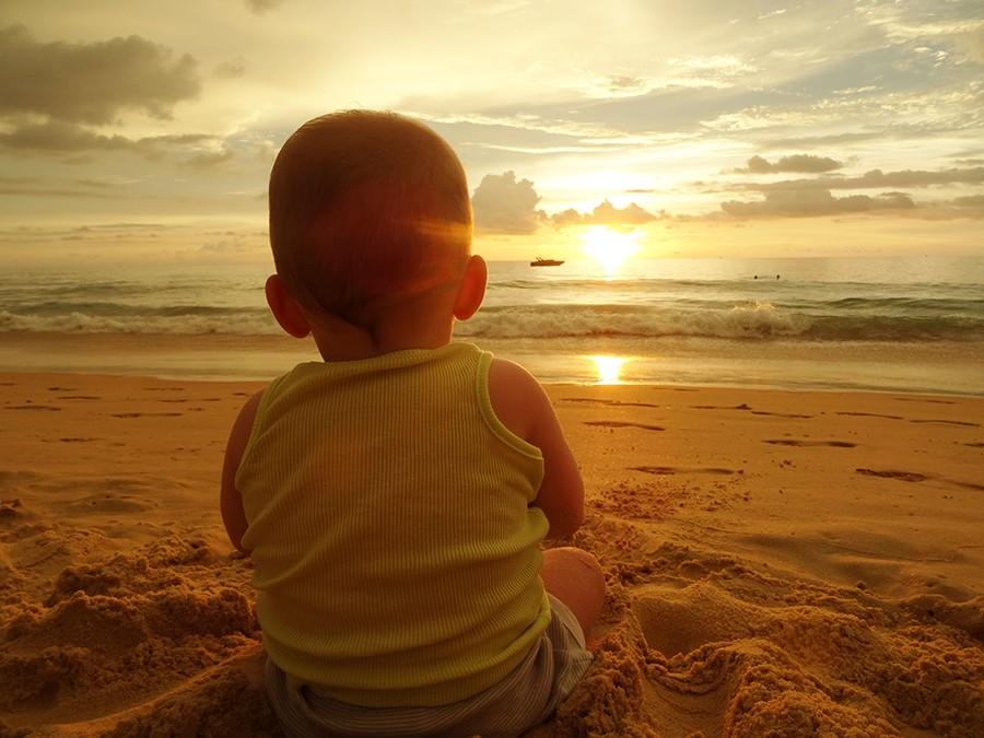 Conseils pour partir loin en vacances avant les deux ans de bébé