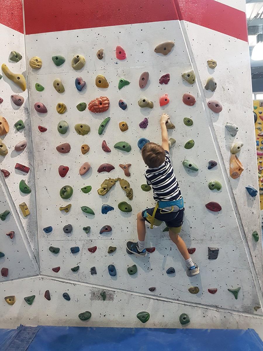 Idée d'activité à Barcelone : l'escalade en famille avec Climbat