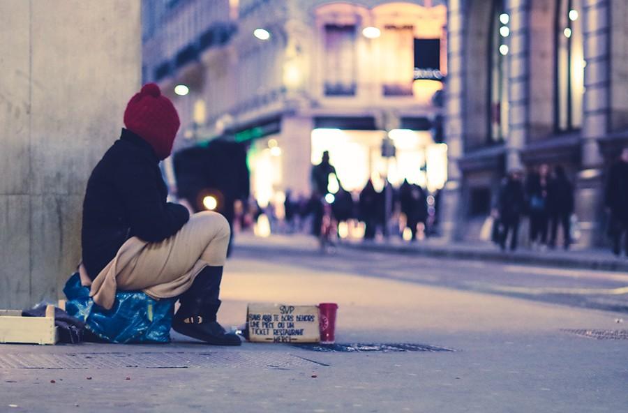 Comment aider les personnes face à l'isolement social pendant la période de Noël