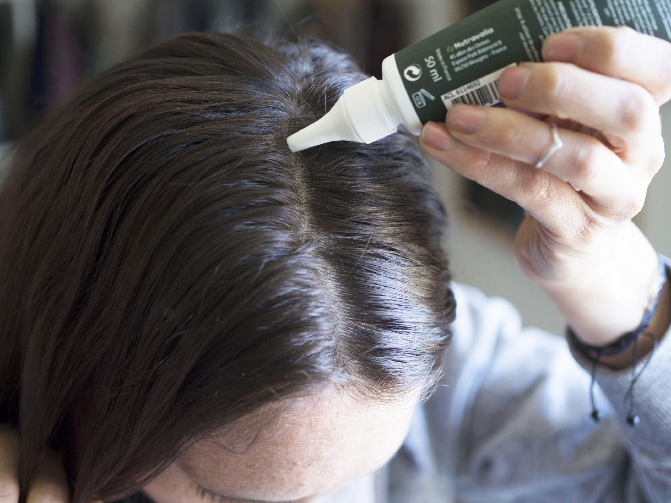 Application du serum pousse de luxeol